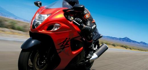 wallpaper de moto suzuki en carretera