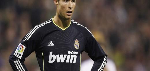wallpaper hd de Cristiano Ronaldo con la camiseta negra del Real Madrid